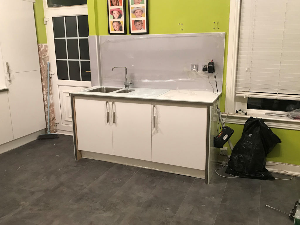 Kitchen fitting photos